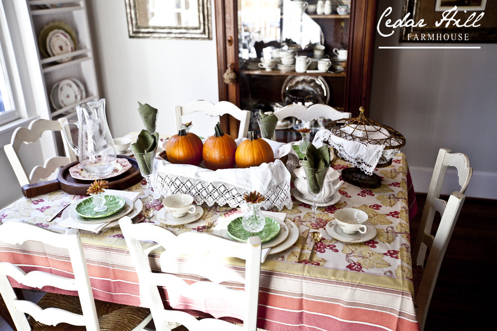 thanksgiving pumpkin table