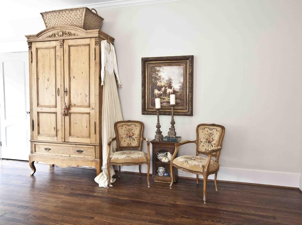 anitque armoire 1