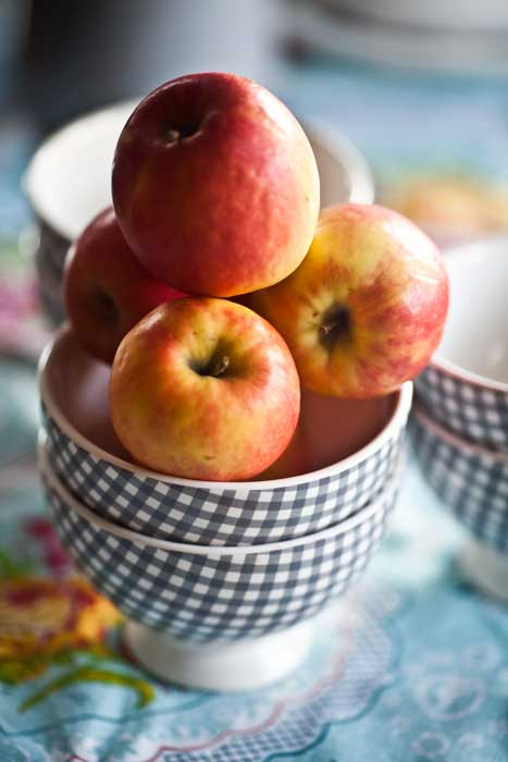 apples-in-bowls