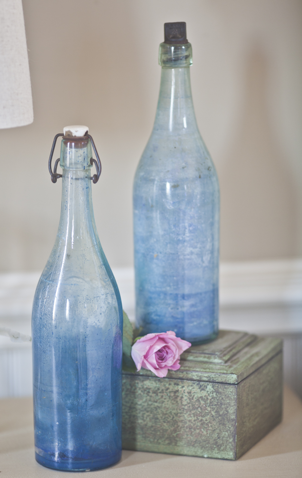 i m the guest blogger at ballard designs today cedar hill farmhouse b blue bottles