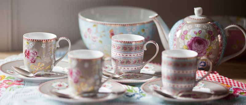 cups-and-teapot