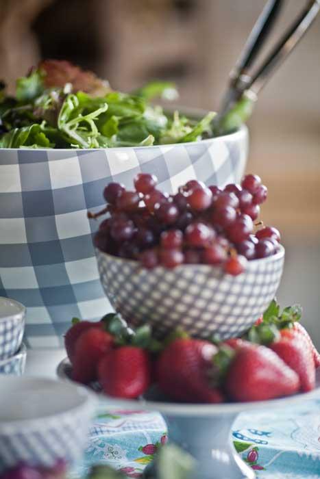 gray-plaid-bowl