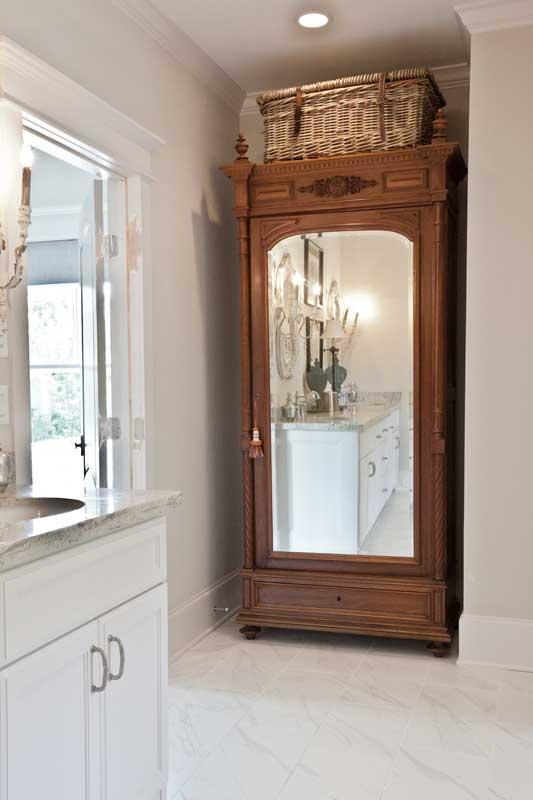bath-armoire