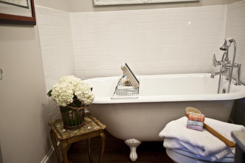 clawfoot tub 2