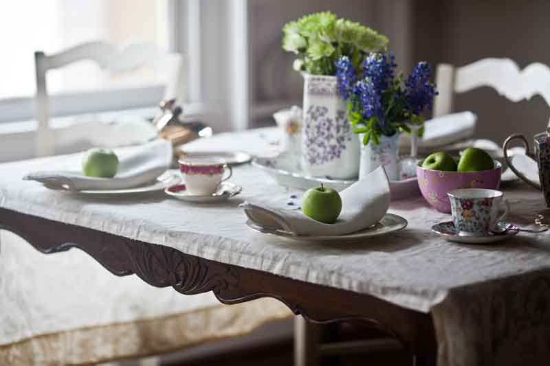 french-table-set-for-tea