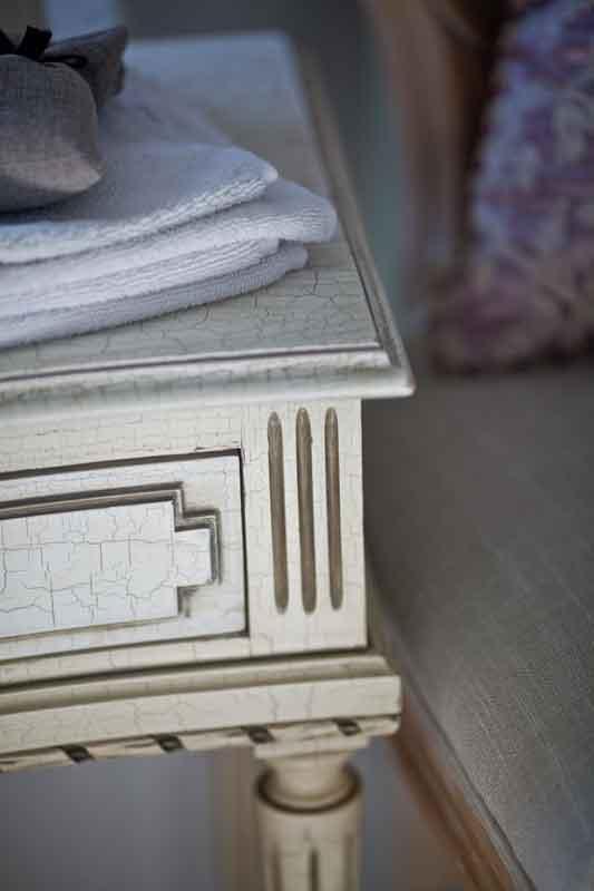 bath-table-detail