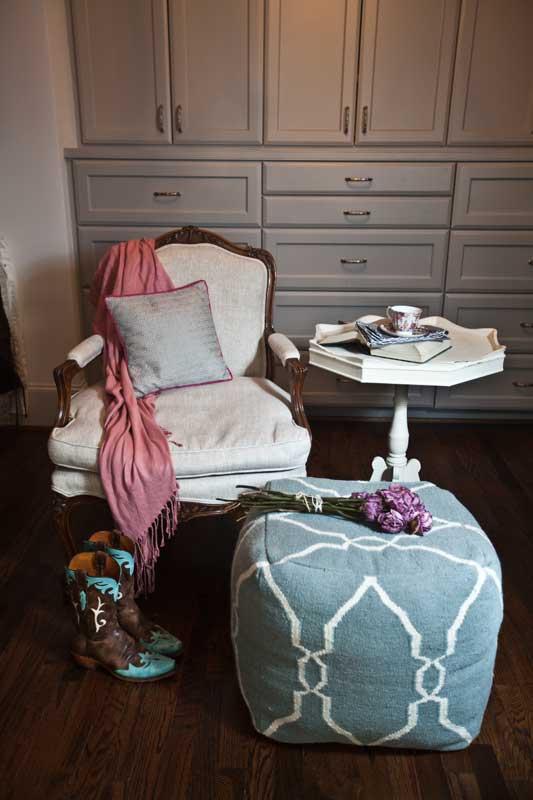chair-and-otoman
