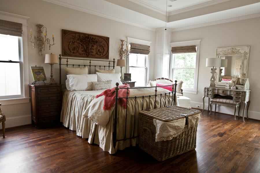 cedar-hill-farmhouse-city-bedroom-with-pink