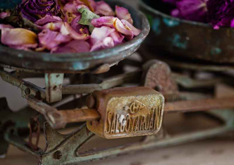 vintage-scale-with-roses