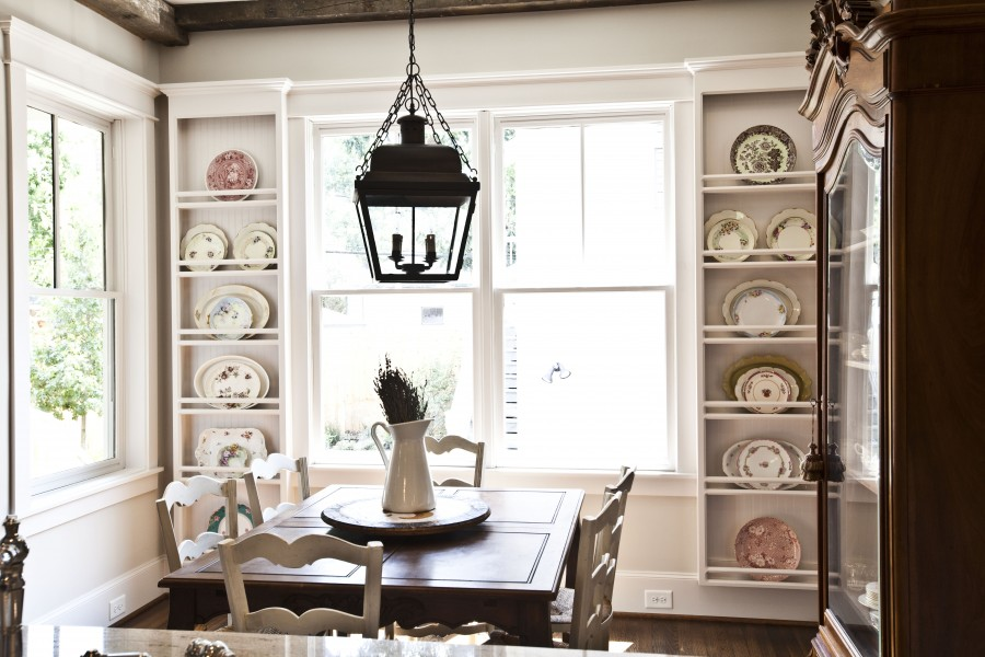 h breakfast room with plate rack
