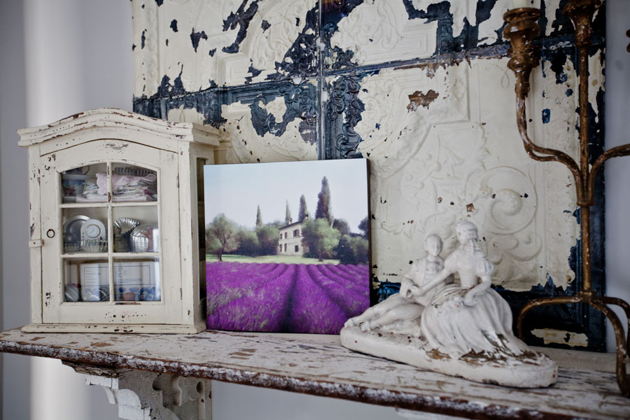 shelf-with-lavender-print