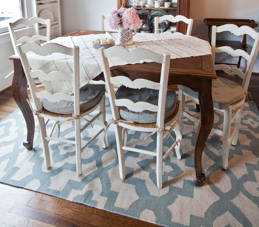 blue-and-white-flat-weave-rug