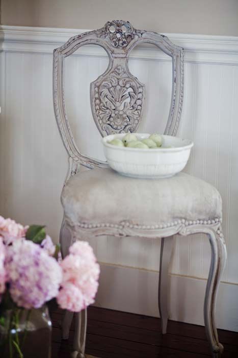 gray-carved-chair