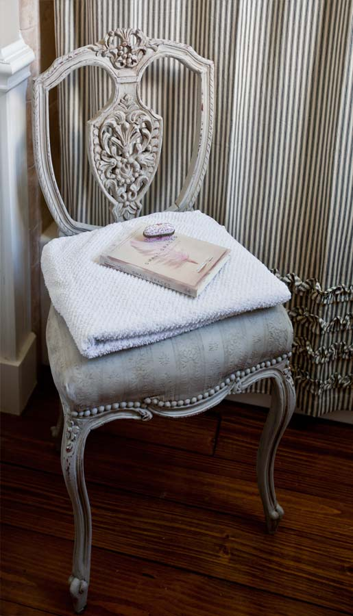 antique-chair-in-bath