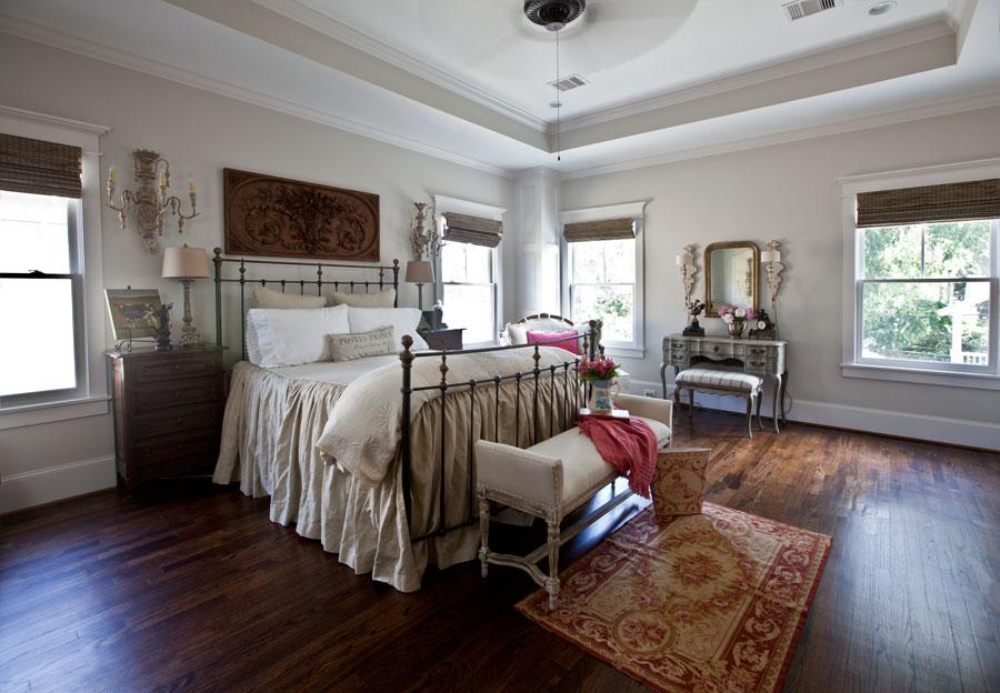 bedroom-with-louis-felipe