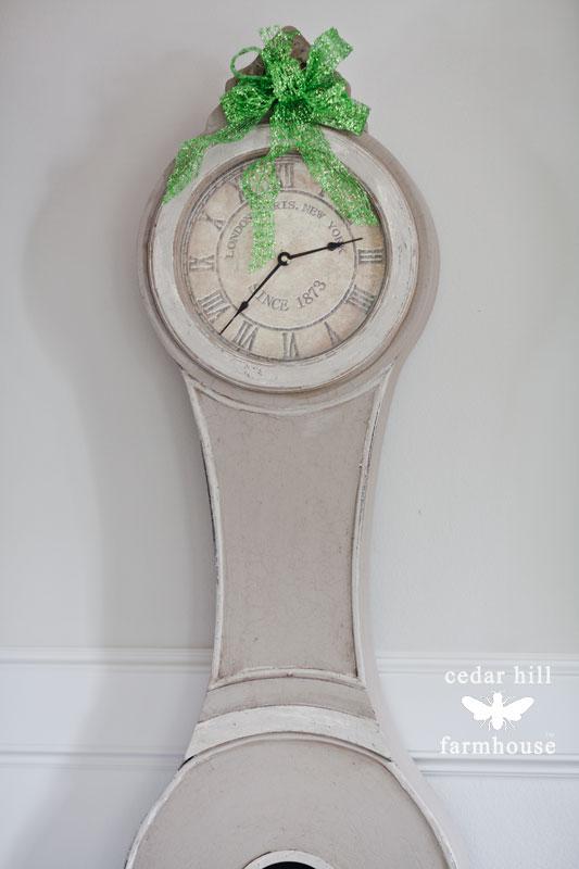 Christmas-mora-clock