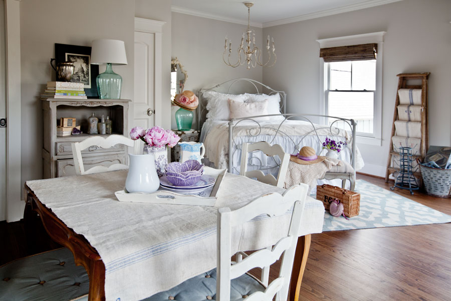 guest-quarters-white-French