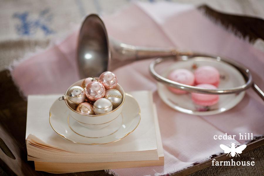pink-vintage-christmas-balls