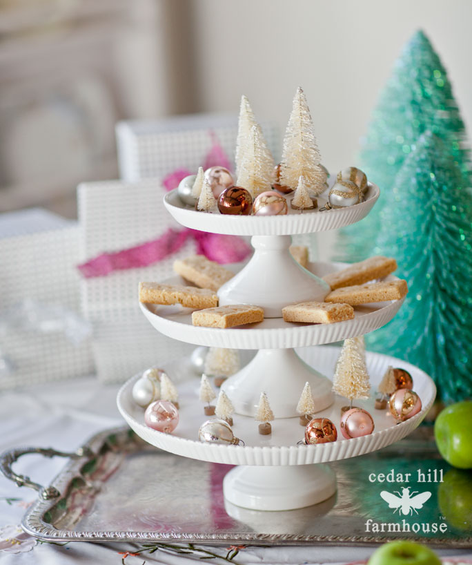 shortbread-cookies-on-cake-plate