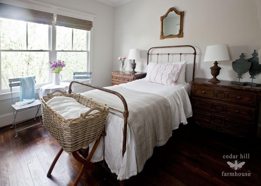 iron-white-bed
