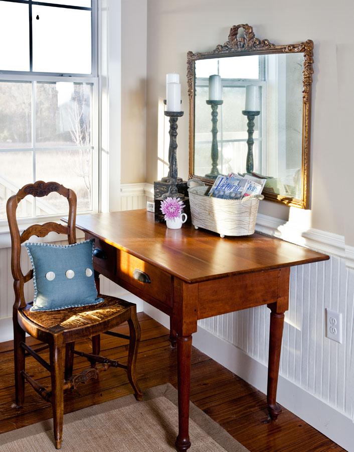bedroom-desk