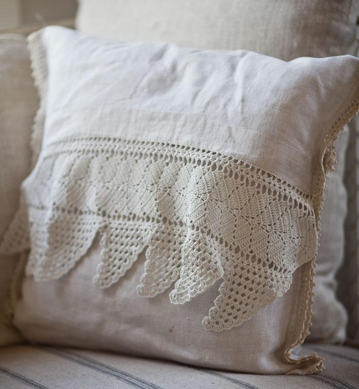 Vintage Pillow 113