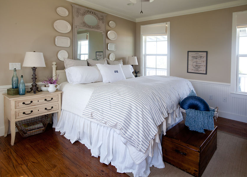 white-and-blue-bed-with-mirror