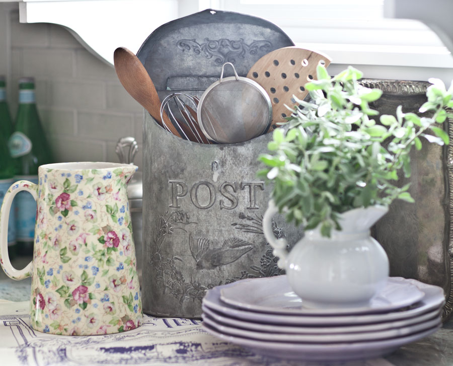 post-box-with-kitchen-spoons