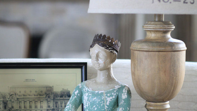 Using Crowns in Country French Decor