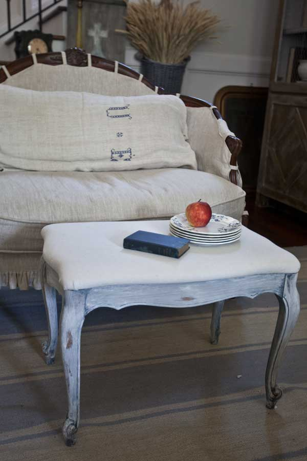 ottoman-in-room