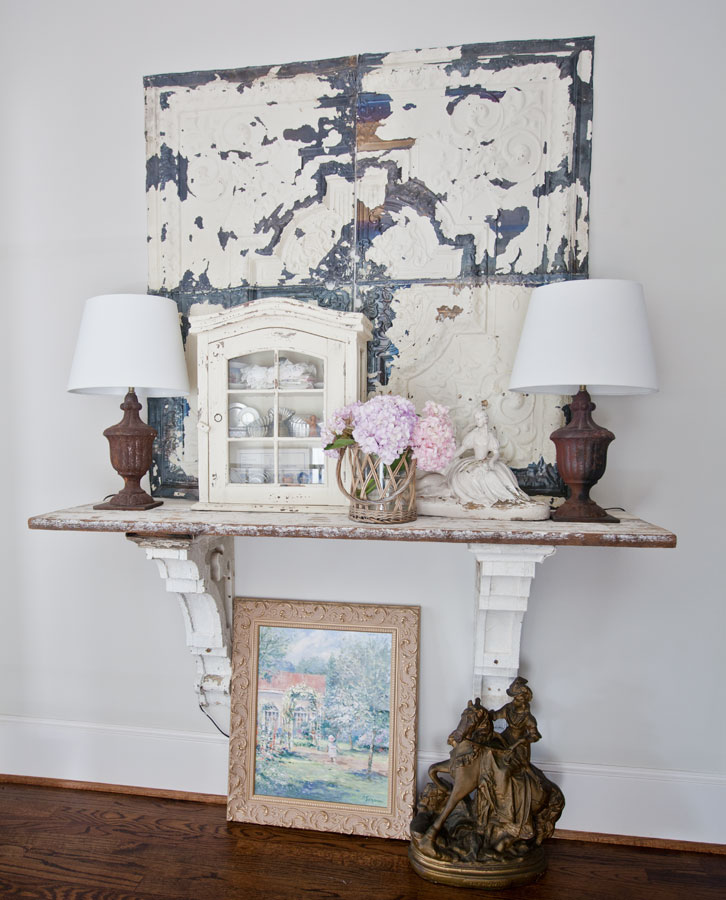 antique-shelf-lamps-and-statue