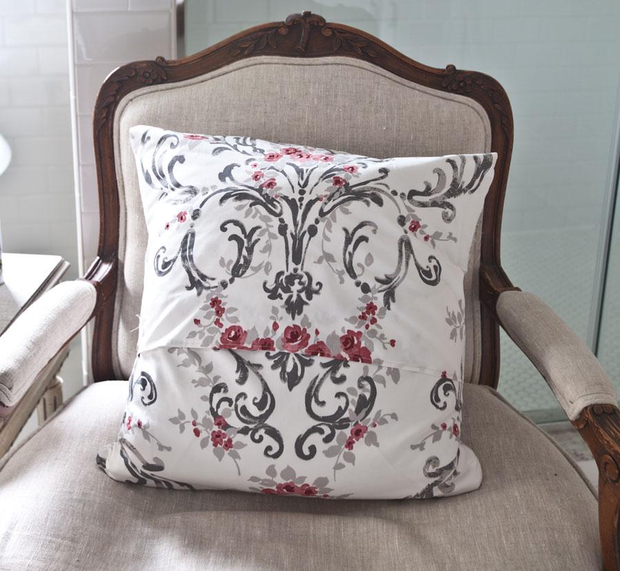 pillow-back-detail