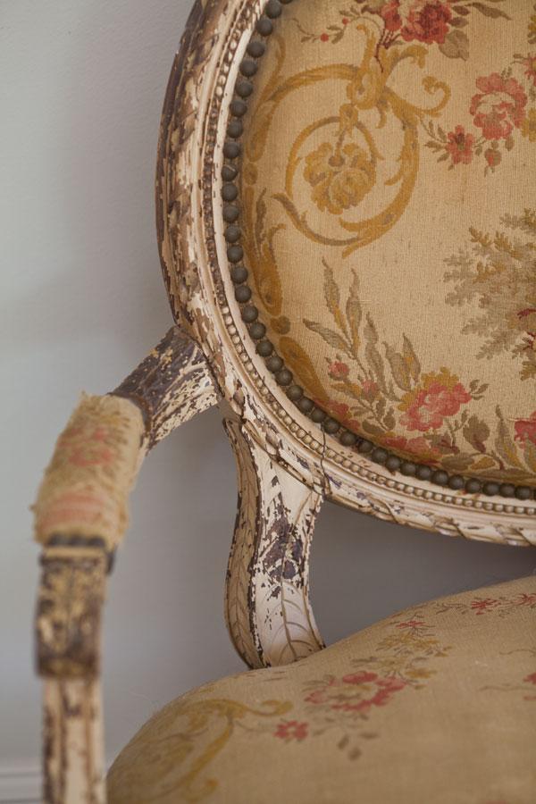 settee-detail-peeling-paint