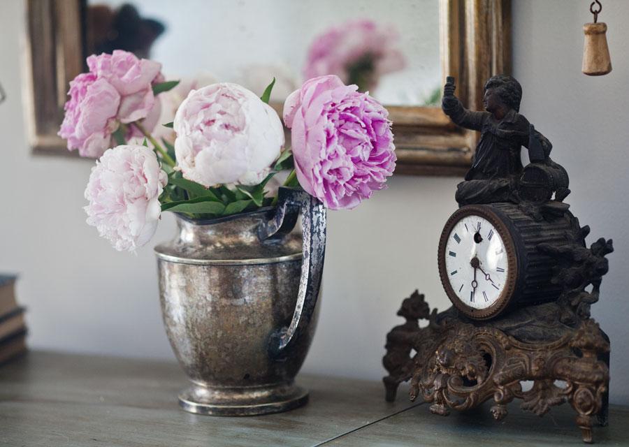 flowers-on-vanity