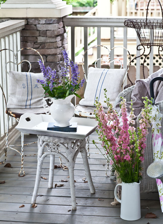 flowers-on-the-porch