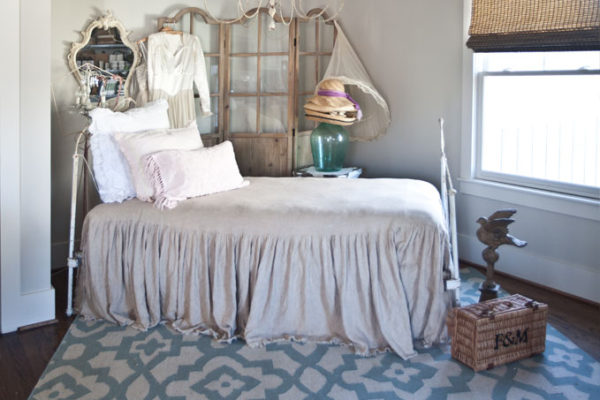 french-bed