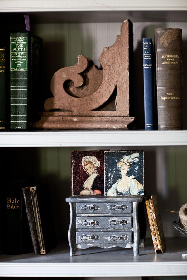 crackle-dresser-on-shelf