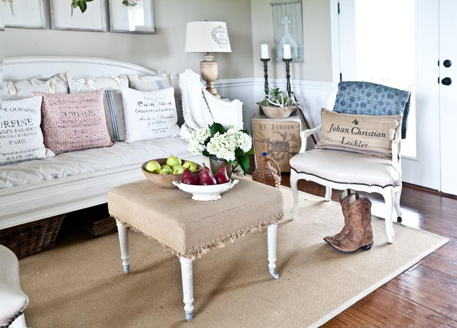 living-room-daybed-cedar-hill-farmhouse