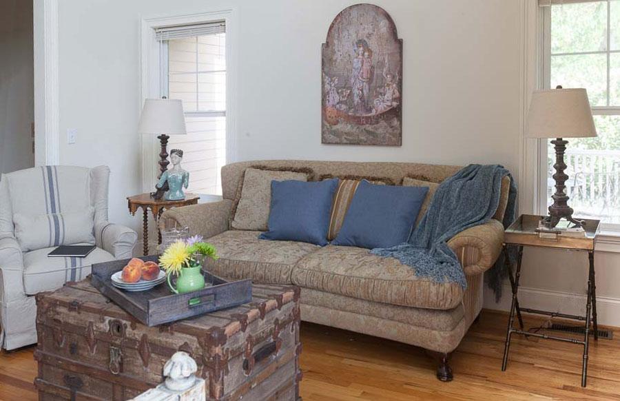 mountain-living-room-sofa