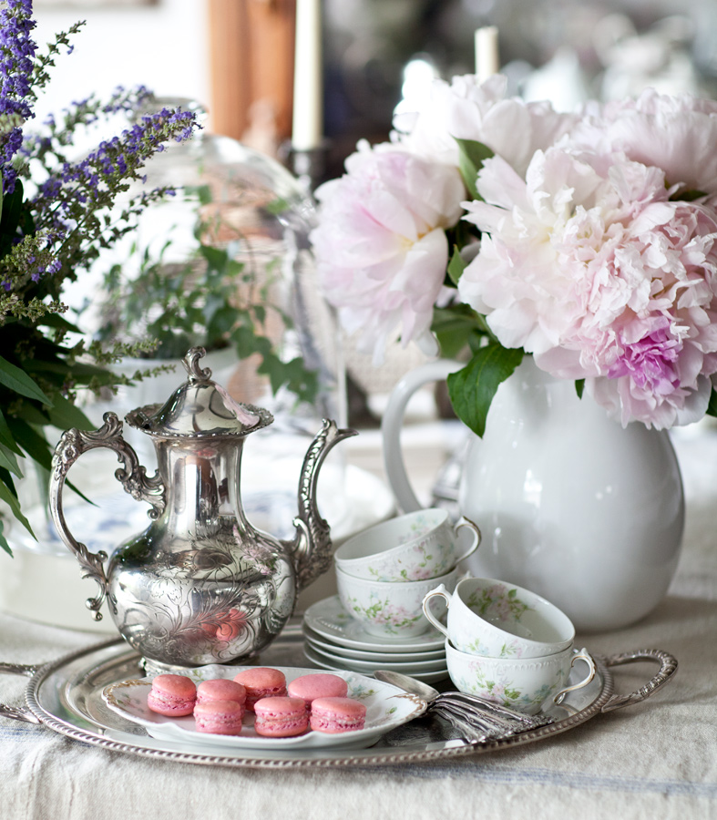 teapot-and-macarons