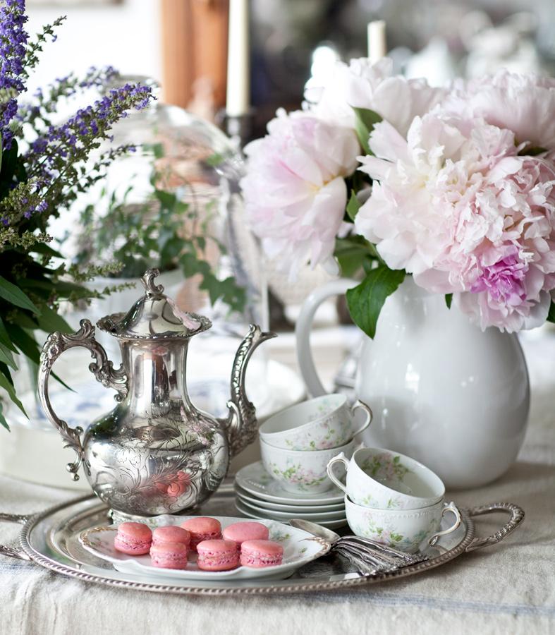 teapot-and-macarons