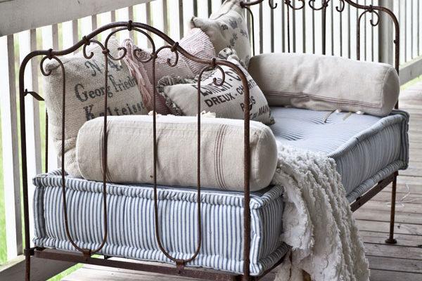 22-farmhouse-french-pillows