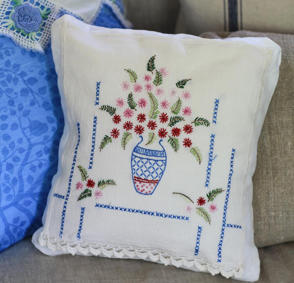 floral-vintage-pillow-11