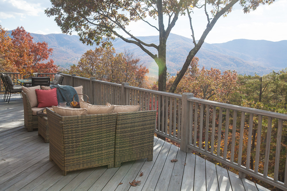 mountain-deck-cedar-hill-farmhouse-19