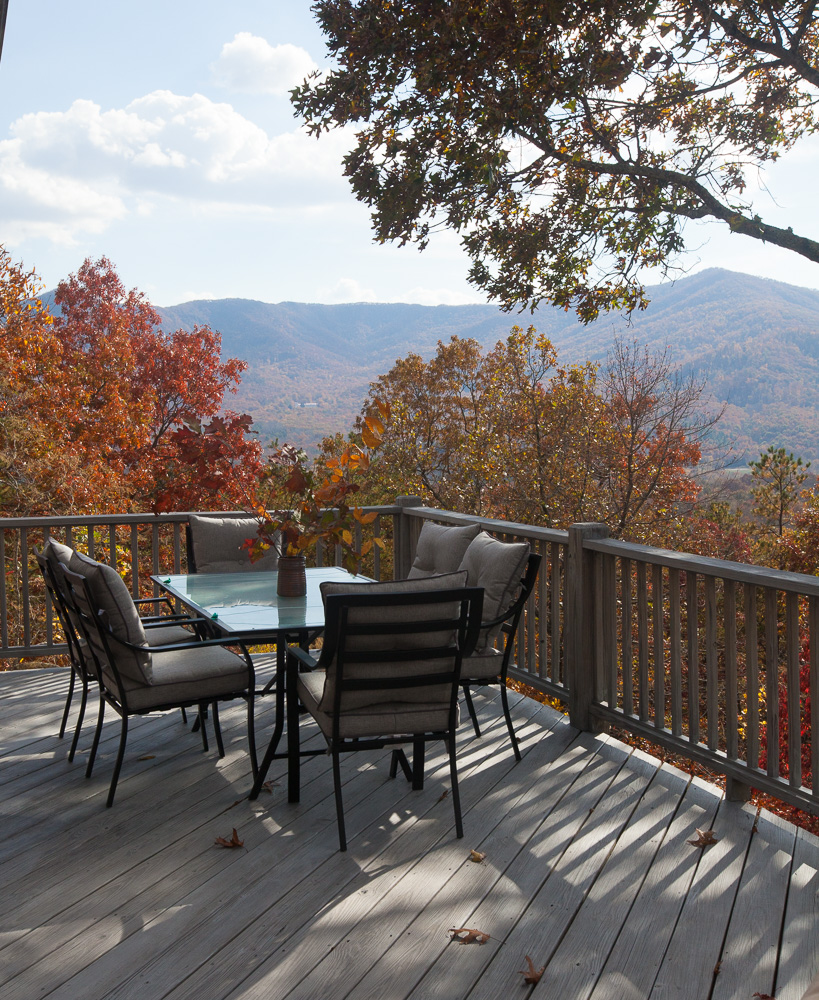 mountain-deck-cedar-hill-farmhouse-21