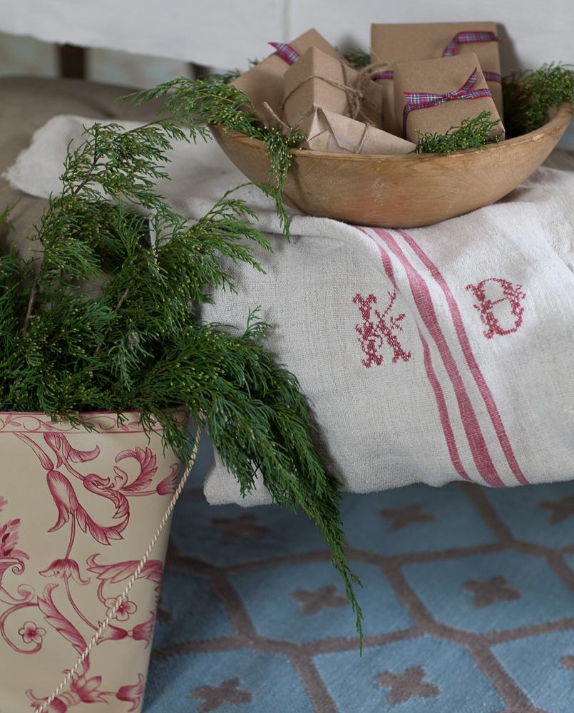 red-and-white-christmas-cedar-hill-farmhouse-9