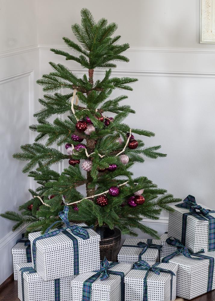 red-and-white-christmas-cedar-hill-farmhouse