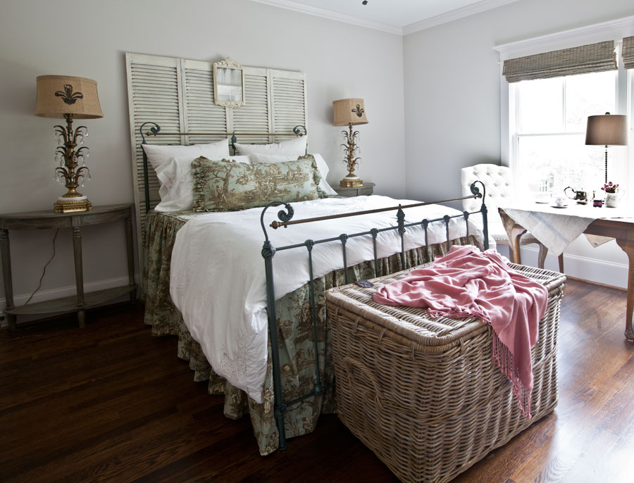 toile-bed-with-white-pillows