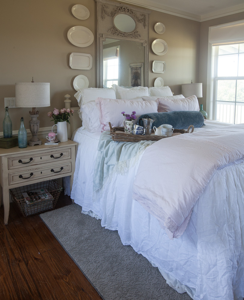 8 above bed décor ideas mirror and plates