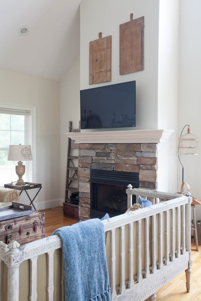 mountain living room tv and fireplace